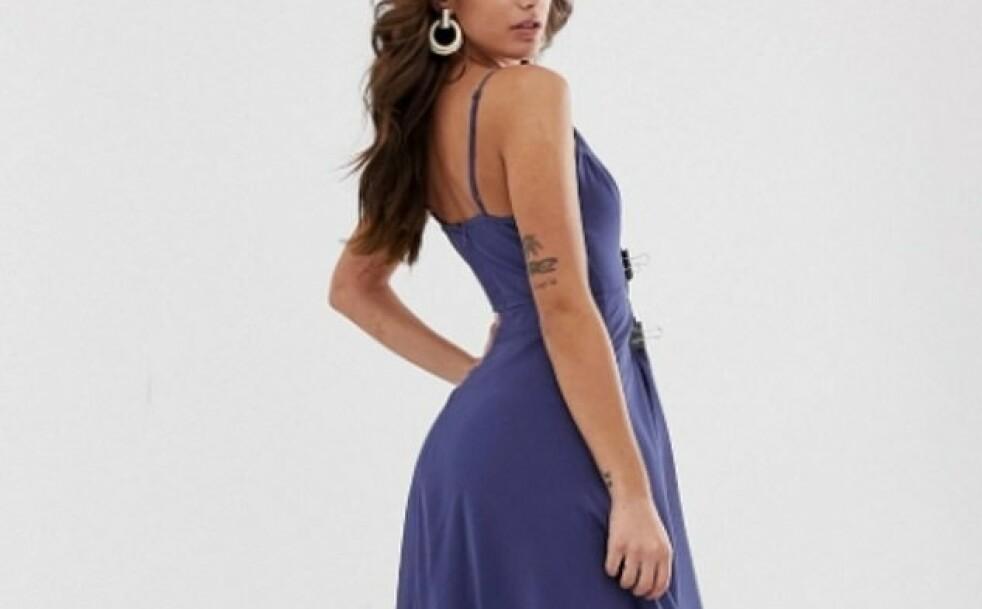 FINN TO FEIL: Ser du de to klypene foran på kjolen? De har gitt nettbutikkgiganten Asos problemer. Foto: Skjermdump fra Asos.com