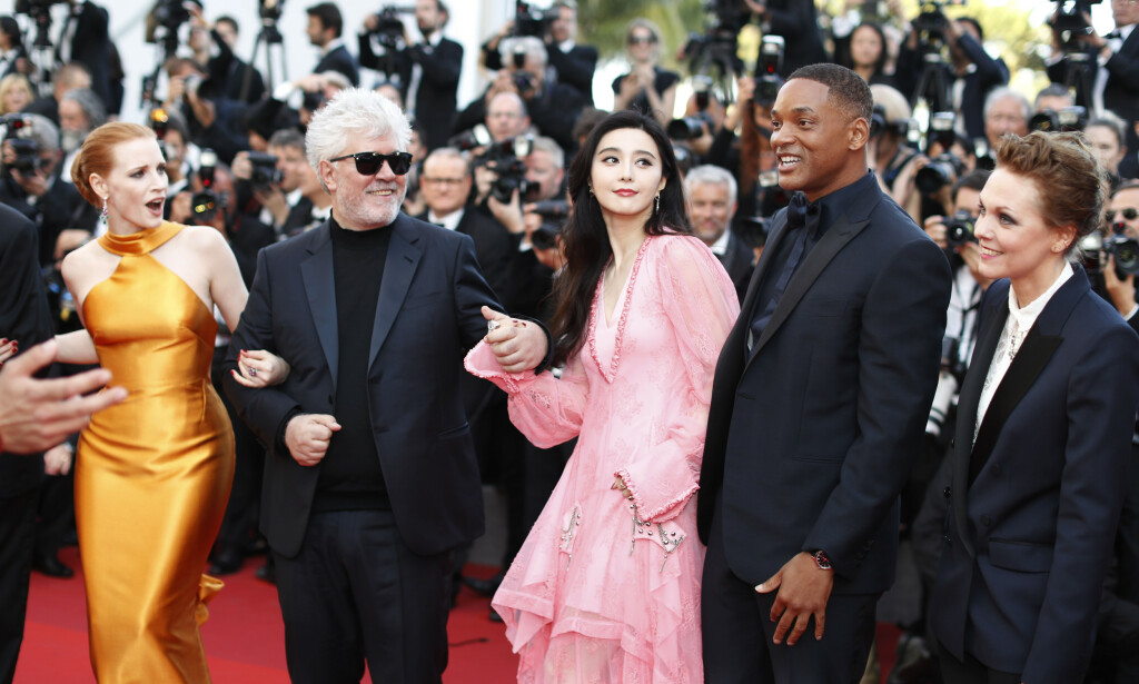 SUPERSTAR: Fan Bingbing in many ways is Angelina Jolie. Here she is in Cannes in 2017, along with great internationals like Jessica Chastain, Pedro Almodovar, Will Smith and Marren Ade. Photo: NTB scanpix