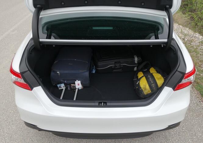 <strong>STORT OG PRAKTISK:</strong> 500 liter sluker bagasjerommet i testbilen. Foto: Knut Moberg