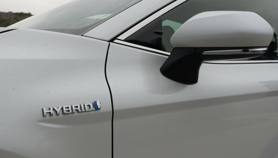 <strong>ØKONOMISK:</strong> Drivlinjeløsningen til Toyota burde sørge for lave driftskostnader. Camry er utstyrt med 4. generasjon hybrid drivlinje fra produsenten. Foto: Knut Moberg