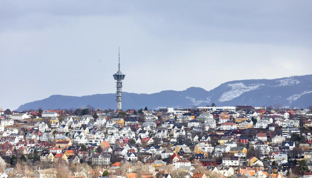 RØDT NIVÅ: Ifølge Luftkvalitet.info ligger forurensningsnivået i Trondheim på rødt. Bildet viser tårnet på Tyholt. Illustrasjonsfoto: Gorm Kallestad / NTB scanpix