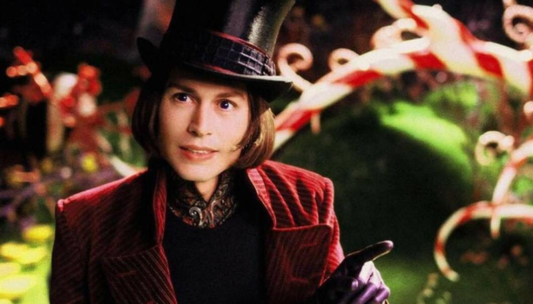 EKSENTRISK: Johnny Depp hadde rollen som sjokoladegeniet Willy Wonka i 2005-versjonen av «Charlie og sjokoladefabrikken». FOTO: Warner Bros. Pictures