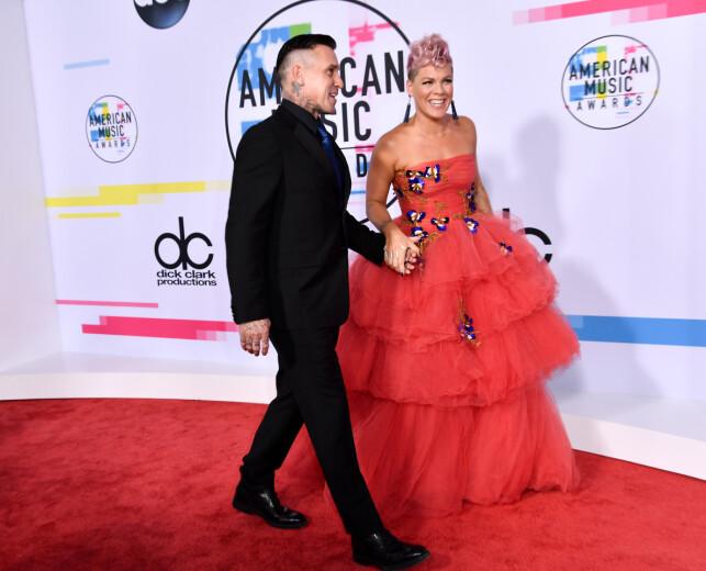 ØDELA DEKK: Pink har tidligere fortalt at hun kuttet i stykker dekkene til ektemannen Carey i frustrasjon. Photo: NTB Scanpix