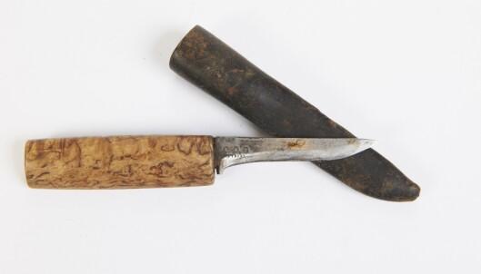 <strong>GODT BRUKT:</strong> Tollekniv med skaft i tre og slire i metall (cirka. kr 300). Foto: Jan Larsen