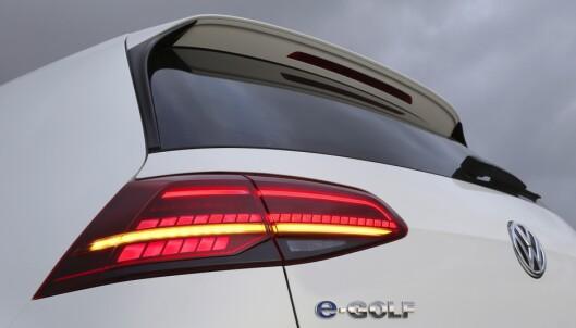 <strong>GJØR DET BRA:</strong> VW leverer jevnt bra av sin e-Golf og gjør at Golf igjen kan komme øverst på registreringstoppen i år etter å ha blitt slått i fjor av Nissan Leaf. Foto: Knut Moberg