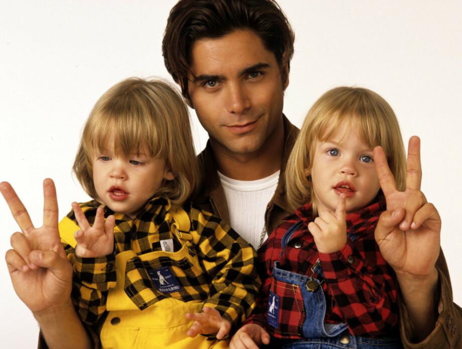 HJERTEKNUSERE: Slik så Blake og Dylan Tuomy-Wilhoit da de debuterte som skuespillere. Her med John Stamos som spilte faren deres, Jesse Katsopolis. FOTO: ABC
