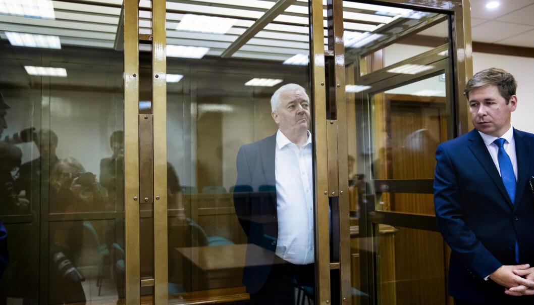 Nordmannen Frode Berg ble for to uker siden dømt til 14 års fengsel. Trolig kommer hans russiske forsvarer Ilja Novikov (t.h.) denne uken, når dommen er rettskraftig, til å søke om benådning for den tidligere grenseinspektøren. Foto: Berit Roald / NTB scanpix