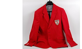 KLASSISK NORSK: OL-blazeren som vi husker den. Dette eksemplaret tilhørte mangeårig IOC-medlem Jan Staubo. FOTO: Norges Olympiske Museum på Lillehammer.