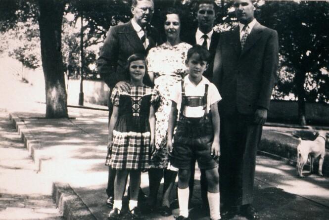 I BRASIL: Silvia Sommerlath med foreldrene Walther og Alice, og de tre brødrene Ralf (født 1929), Walther Ludwig jr. (født 1934) og Jörg (født 1941) etter at de hadde flyttet til Brasil på slutten av 40-tallet. FOTO: NTB Scanpix