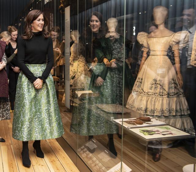 a1aafb81 STORT FORBRUK: Kronprinsessa, her fotografert på åpningen av en utstilling,  innrømmer at hun