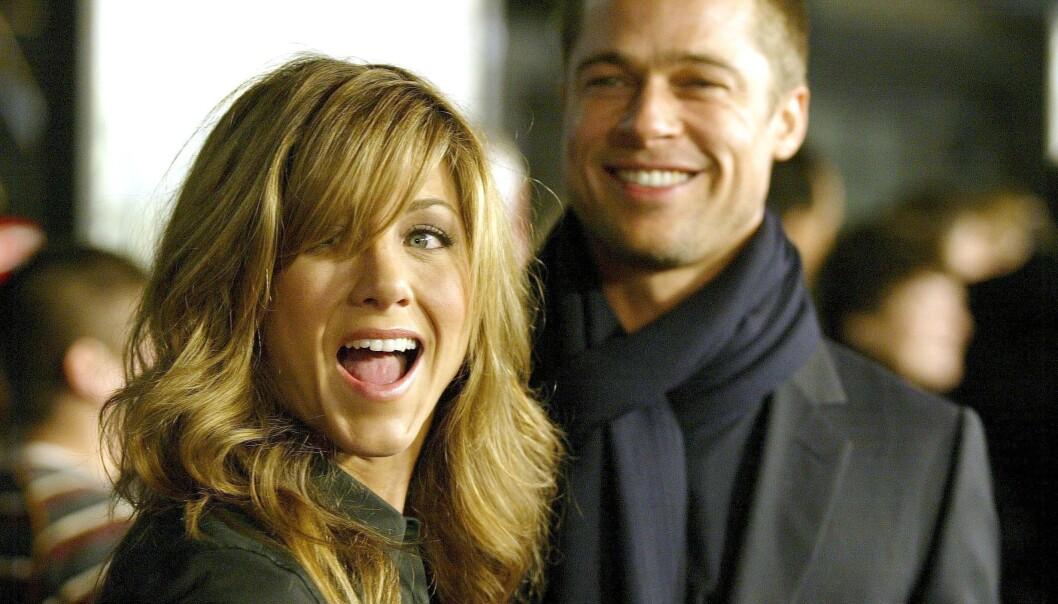 STJERNEPAR: Jennifer Aniston og Brad Pitt var et av Hollywoods heteste par på begynnelsen av 2000-tallet. Her er de avbildet sammen i 2004, året før skilsmissen. Foto: NTB Scanpix
