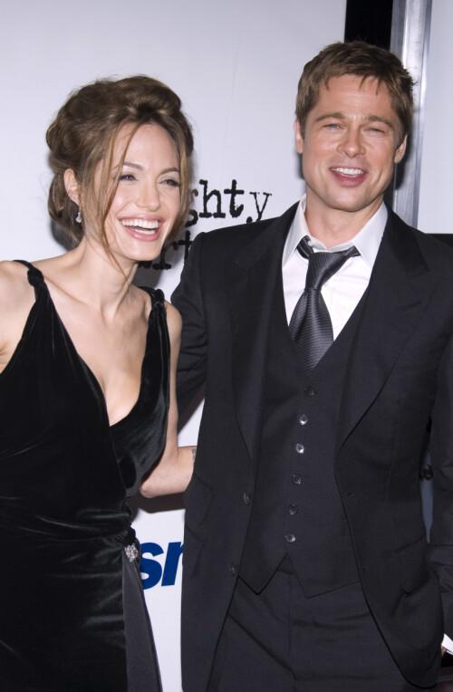 MØTTES PÅ JOBB: Brad Pitt og Angelina Jolie ble offisielt et par i 2005, samme år som førstnevntes skilsmisse fant sted. I 2014 giftet de seg, før de gikk hver til sitt i 2016. Her avbildet sammen i 2007. Foto: NTB Scanpix