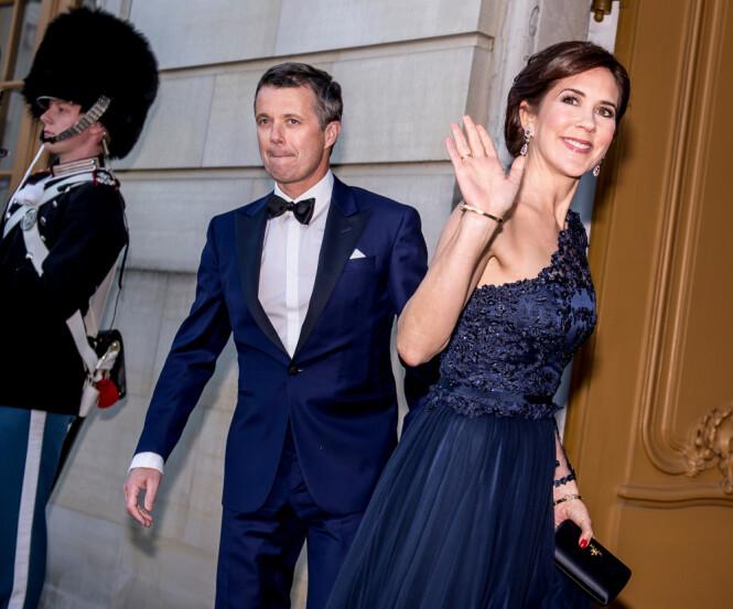 <strong>- KRITISERER MARY:</strong> Den danske kongehuseksperten Søren Jakobsen er ikke i tvil om at prinsesse Benediktes kritikk i stor grad er rettet mot kronprinsesse Mary. Men mandag var hun og kronprins Frederik til stede på Benediktes 75-årsfeiring. Foto: NTB Scanpix