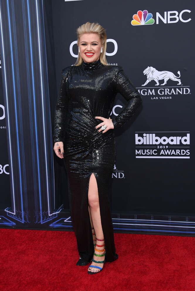 <strong>INGEN TEGN TIL UBEHAG:</strong> Kelly Clarkson roses for måten hun trosset smertene og gjennomførte Billboard Awards. Foto: NTB Scanpix