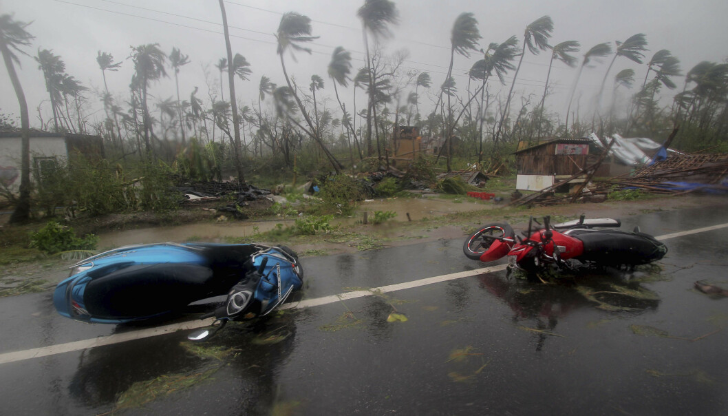 Syklonen Fani, som det siste døgnet har herjet langs østkysten av India, nådde lørdag Bangladesh. 17 mennesker er til nå meldt omkommet og ødeleggelsene er store. Foto: AP / NTB scanpix