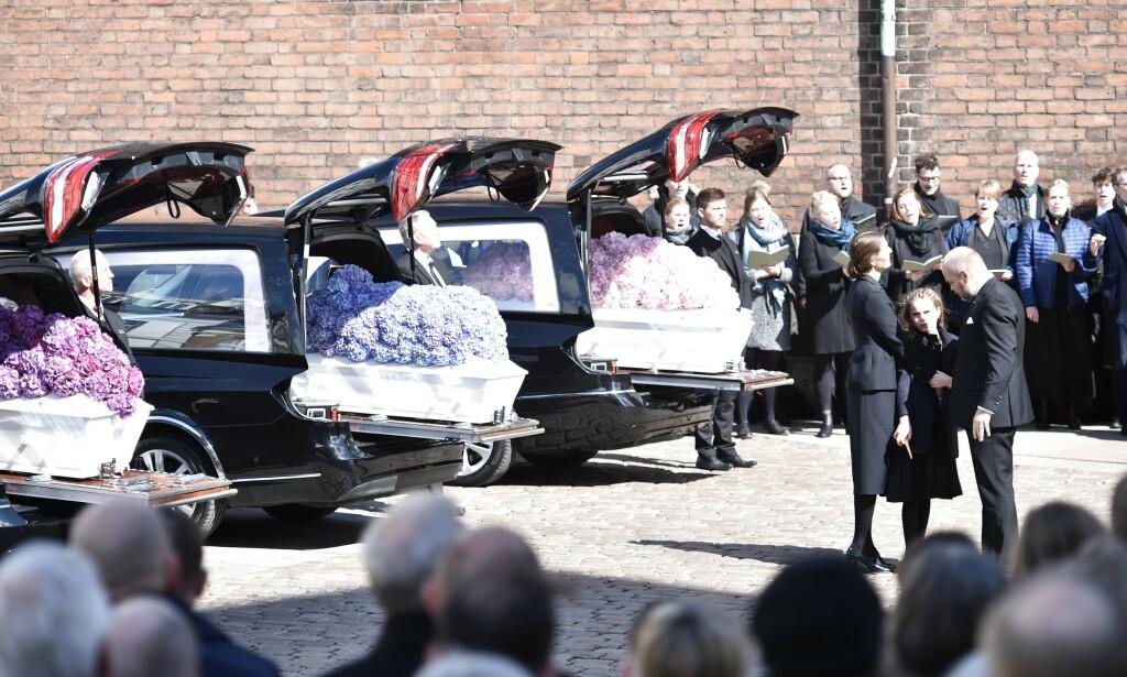 GRAVLA BARNA: Anne og Anders Holch Povlsen utenfor domkirka i Aarhus etter begravelsen av de tre danske ofrene for terrorangrepet på Sri Lanka. Foto: Mads Claus Rasmussen / Ritzau / NTB scanpix
