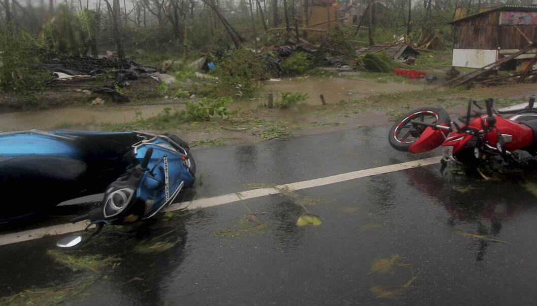 India hylles etter syklonens herjinger