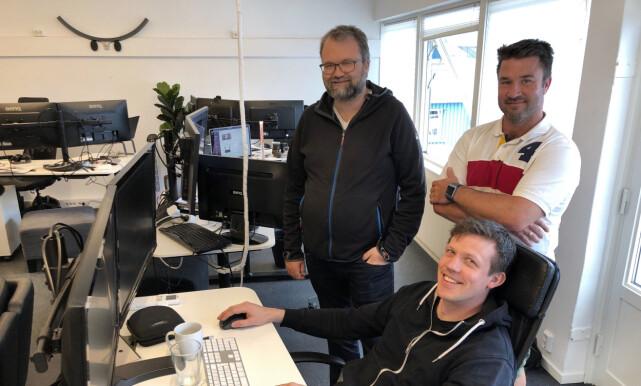 Are Pedersen (til venstre) er en av to utviklere i Linkpulse. Thomas Nervik (til høyre) er Customer Success Manager. Nederst er diftsansvarlig Magnus Liseter. Liseter forteller at de er et lite team som velger pragmatiske løsninger for å lykkes. 📸: Privat