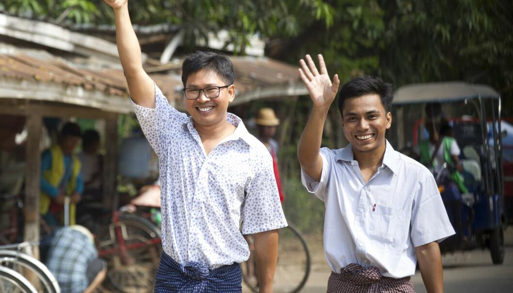 Wa Lone og Kyaw Seo Oo smilte bredt da slapp ut av Isein-fengselet i Yangon i Myanmar. Foto: Thein Zaw / AP / NTB scanpix