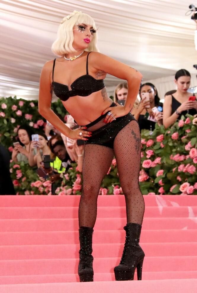 SISTE LOOK: Helt til slutt sto Lady Gaga igjen i undertøyet. Foto: Scanpix