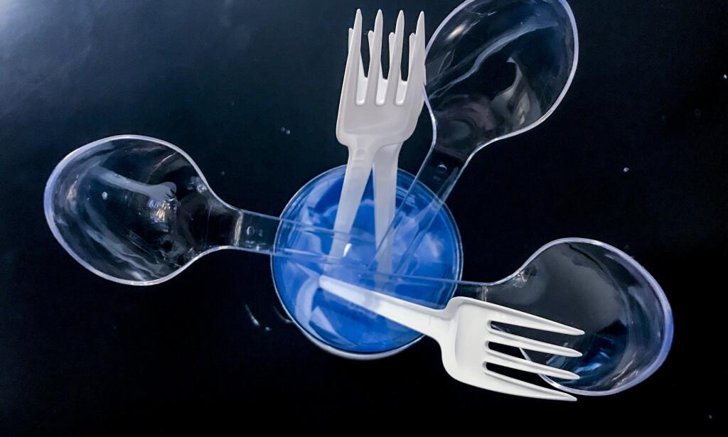 FORBYS: Regjeringen ønsker å forby engangsplast som plastbestikk og sugerør. Foto: Stian Lysberg Solum/NTB scanpix