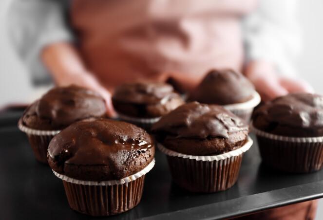 TAR DÅRLIGE VALG NÅR VI ER SULTEN: Forskning viser at den som er sulten, oftest tar den første matvaren eller drikken som vedkommende får øye på. FOTO: NTB Scanpix