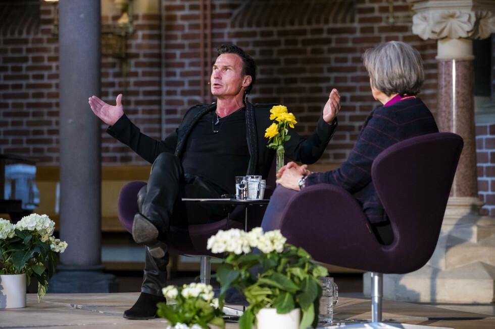 VERDIER: Petter Stordalen møtte preses Helga Haugland Byfuglien for å drøfte verdier og moral. Foto: NTB Scanpix