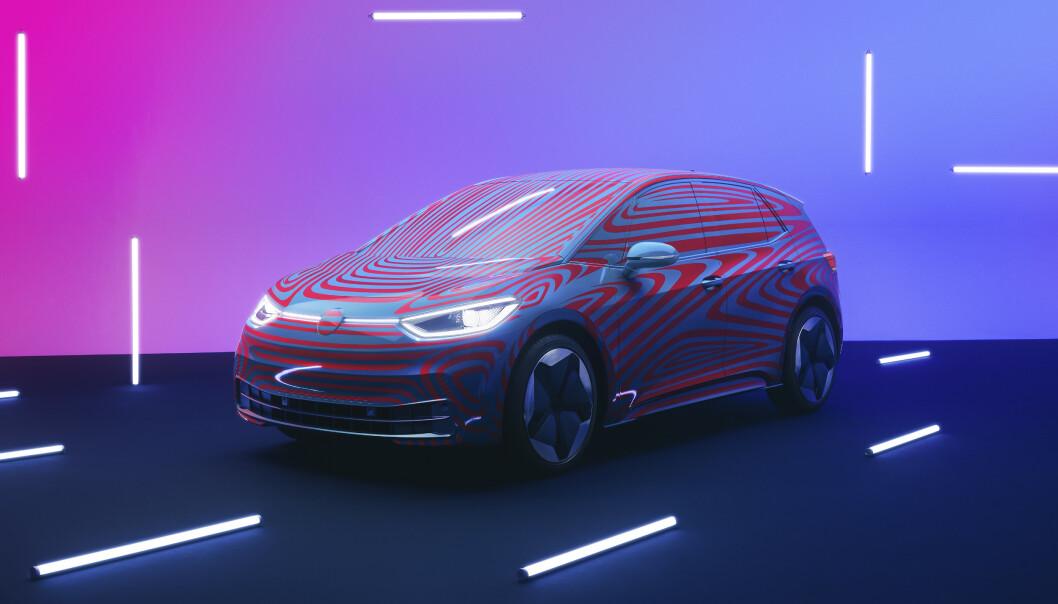 AVDUKET: VW nye modell ID.3 ble vist frem under et arrangement i Berlin i dag. Foto: Fred Magne Skillebæk