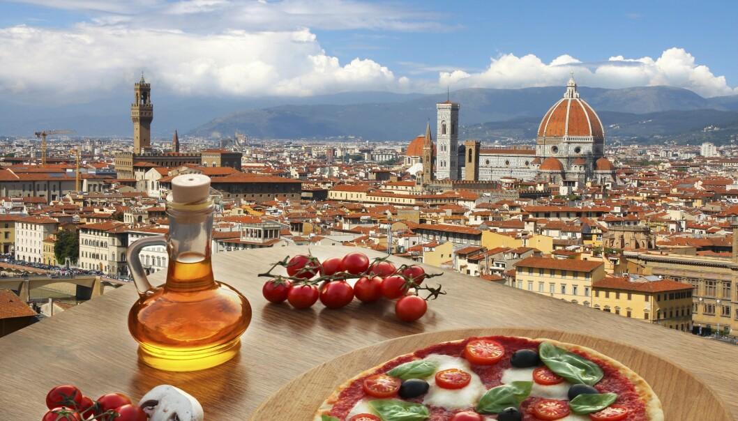 MAMMA MIA: Pizza og perfekt utsikt mot den kjente domen. Foto: NTB-Scanpix