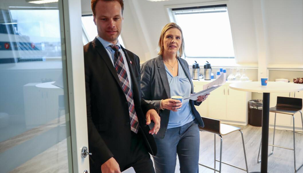 <strong>REFSES:</strong> Sylvi Listhaug og Jon Helgheim leder Frps innvandring- og integreringsutvalg. Nå beskyldes de for å undergrave regjeringens innsats for en bedre integrering. Foto: Lise Åserud / NTB scanpix