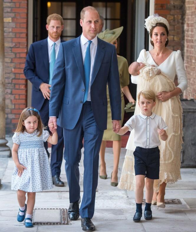 <strong>TREBARNSFORELDRE:</strong> Kate og William har datteren Charlotte og sønnene George og Louis sammen. Her under sistnevntes dåp i fjor. Foto: NTB Scanpix