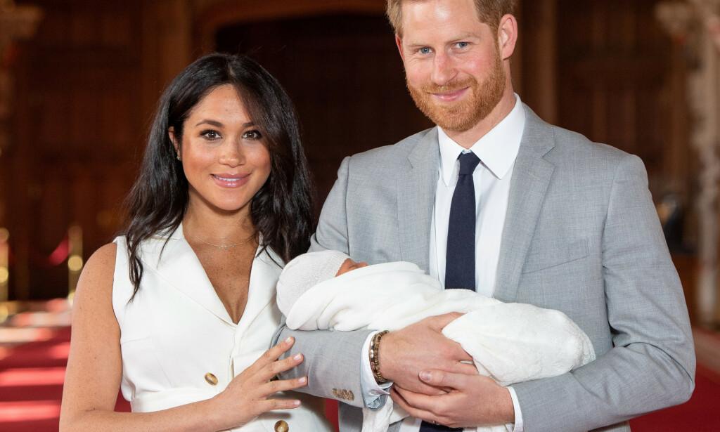 VISTE FREM SØNNEN: Onsdag viste hertuginne Meghan og prins Harry frem lille Archie for første gang. Selv om de har fått mange gratulasjoner, er det ikke alle meldingene etter fødselen som har falt i like god jord. Foto: NTB scanpix