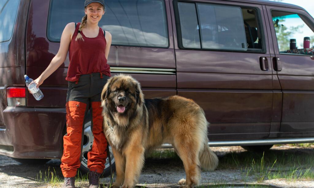 Bilde av Maren Ueland, sammen med hunden Alf Herman. Publisert med tillatelse fra familien. Foto: Irene Ueland / NTB scanpix