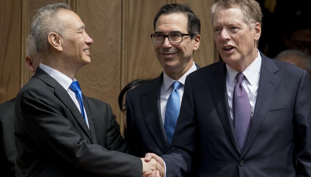 Kinas visestatsminister Liu He sammen med USAs finansminister Steven Mnuchin og handelsrepresentant Robert Lighthizer. Foto: Andrew Harnik / AP / NTB scanpix