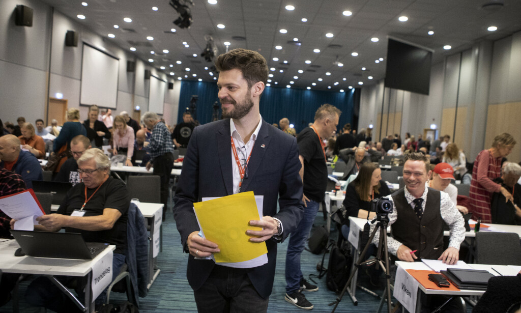 TOK ORDET: Rødt-leder Bjørnar Moxnes gikk selv på talerstolen i et forsøk på å få med seg partiet på å fjerne ordet kommunisme fra prinsipprogrammet. Foto: Frank Karlsen