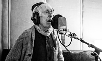 I STUDIO: Visehøvdingen Alf Cranner (82) i studio. Foto: Nicolay Woldsdal