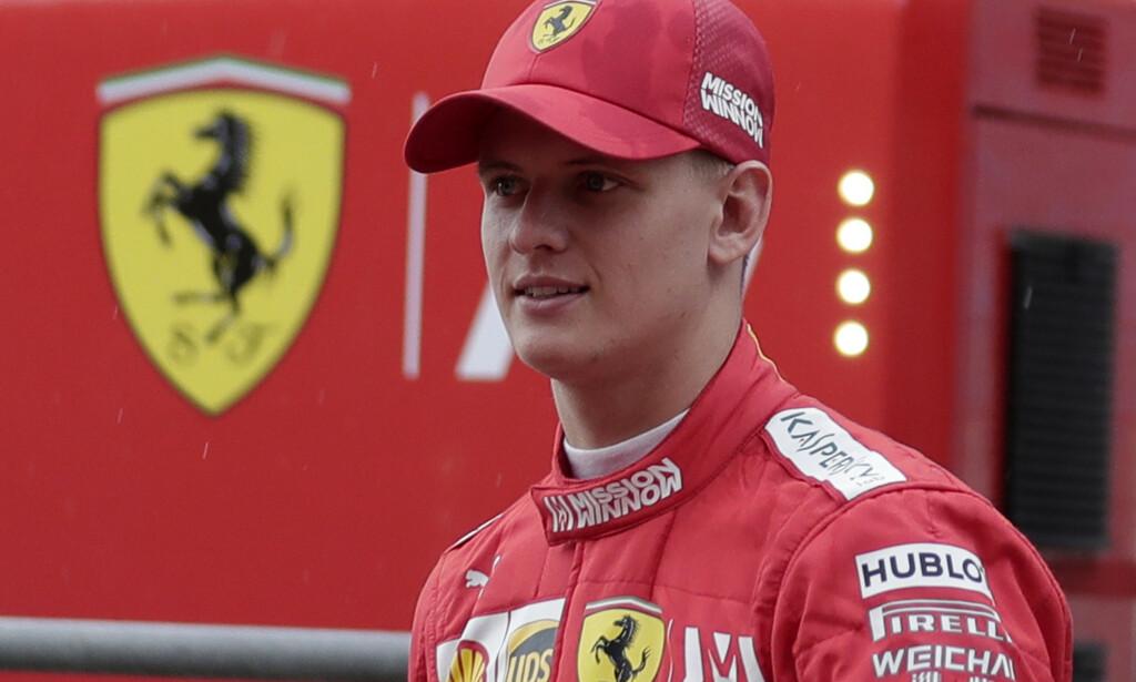 Michael Schumacher sønn Mick Schumacher tester hos Ferrari. Nå kommer snart dokumentarfilmen om farens liv. Foto: Hassan Ammar, file)