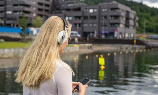 image: Nå blir det billigere å ringe og sende SMS-er utenlands