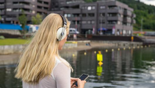 Nå blir det billigere å ringe og sende SMS-er utenlands