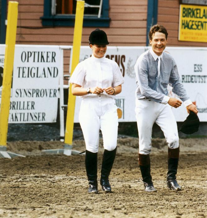 VAGT: Prinsessen skal ha hatt en romanse med Morten Holm, men ingen av dem bekreftet noen gang dette overfor mediene. De ble derimot fotografert sammen en rekke ganger, som her i 1994. Foto: Aller Medias bildearkiv