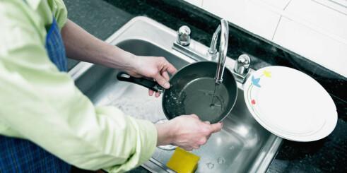 Noen panner bør du smøre med matolje etter vask