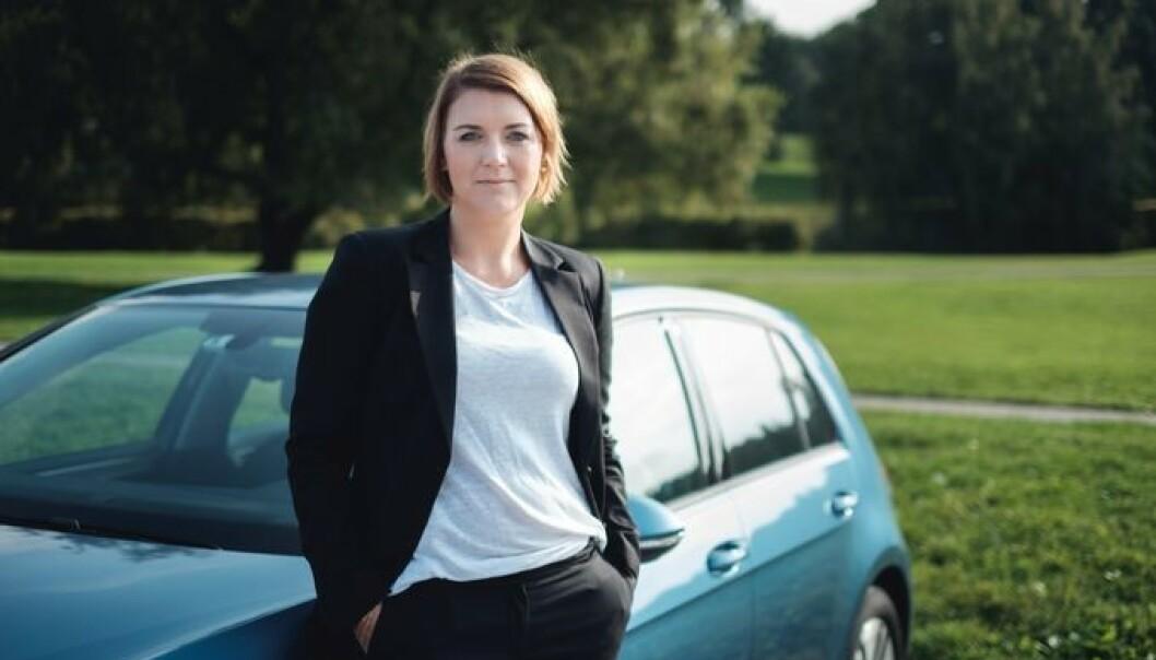 <strong>SKUFFET:</strong> Christina Bu i Norsk Elbilforening mener regjeringen somler med å sette av penger til etablering av lading i borettslag. Foto: Norsk Elbilforening