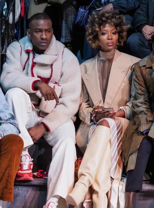 GJENFORENT: Skepta og Naomi Campbell ble avbildet sammen under moteuken i Paris tidligere i år. Foto: NTB Scanpix