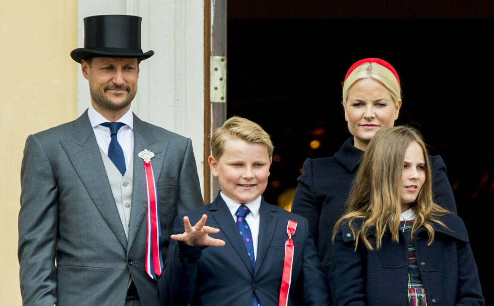 17. MAI: Det er ikke uten grunn at prins Sverre Magnus går under kallenavnet «Skøyerprinsen» - vi synes det er forfriskende at han tør å være seg selv på slottsbalkongen! Her fra 17. mai i 2017. FOTO: NTB Scanpix