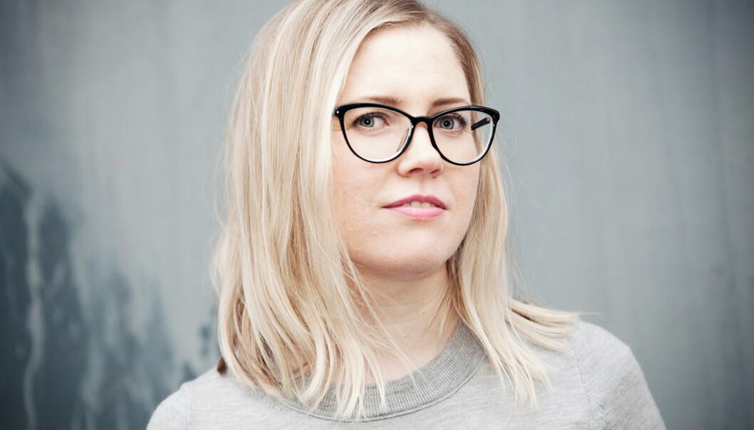 <strong>USYNLIG SYKDOM:</strong> Karen Havelin debuterer med romanen Les pakningsvedlegget nøye, som i stor grad er basert på egen erfaring med usynlig sykdom. FOTO: Anna-Julia Granberg/Blunderbuss