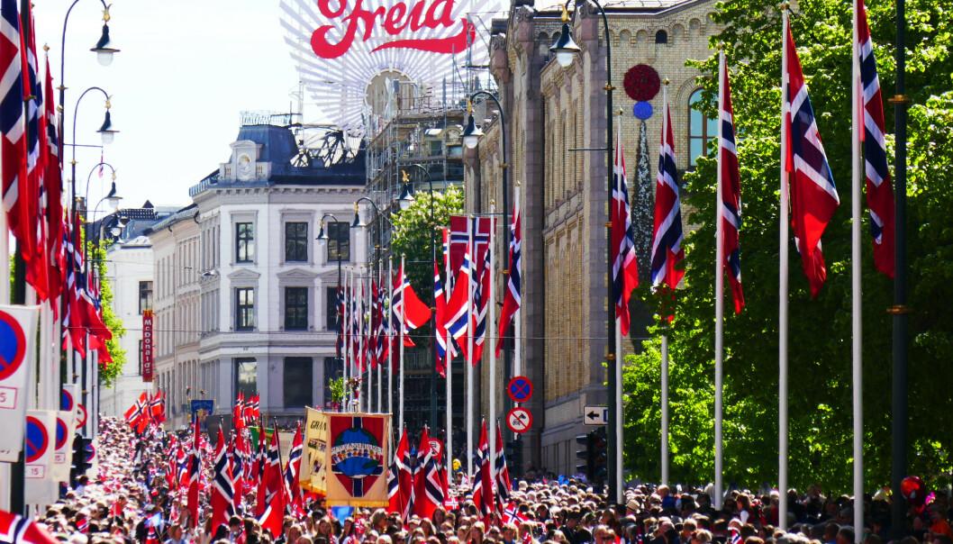 Det er bare å finne fram solbrillene og kneppe opp skjorta, for høytrykket dominerer hele Sør-Norge på nasjonaldagen. Foto: Erik Johansen / NTB scanpixkst