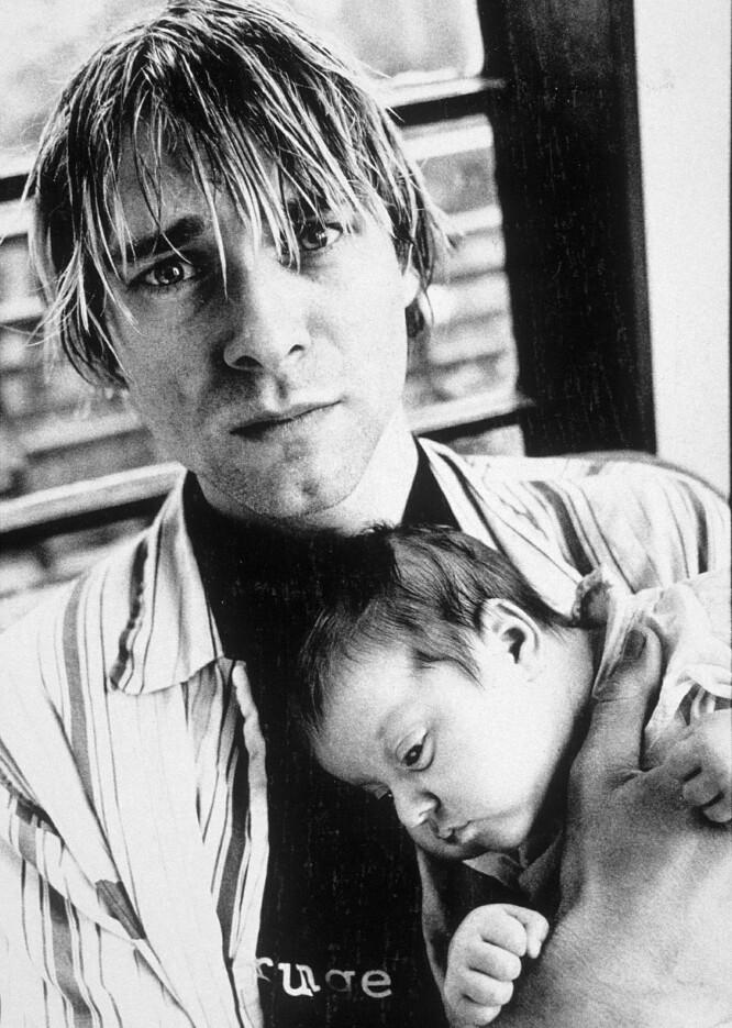 FARSKJÆRLIGHET: En ganske nyfødt Frances Bean i pappa Kurt Cobains armer. FOTO: NTB Scanpix