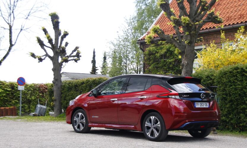 LAVERE: Bilen har fått noe mindre bakkeklaring som følge av større batteri. Foto: Fred Magne Skillebæk
