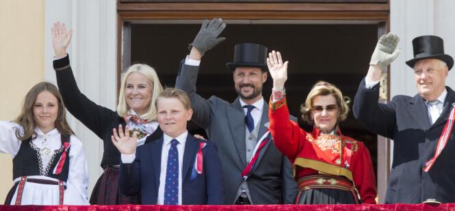 TRADISJON: På 17. mai er det kongeparet og kronprinsfamilien som står på slottsbalkongen. Foto: NTB Scanpix