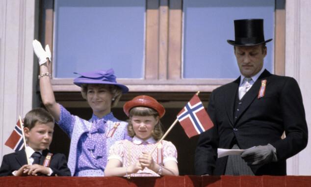 DEN GANG DA: Her var Märtha på balkongen sammen med familien i 1980. Foto: NTB Scanpix